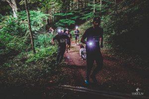 Horror Run løbere i den mørke skov